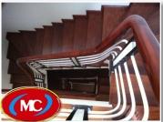 Cầu thang sắt nẹp gỗ trang trí