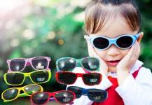 Có cần thiết cho trẻ dùng kính mát trong ngày hè nắng nóng này?