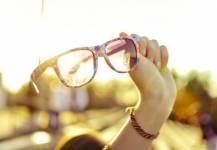 Làm gì để bảo quản kính mát được tốt?
