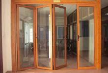 Nên sử dụng cửa nhôm kính vân gỗ hay màu xám ghi?