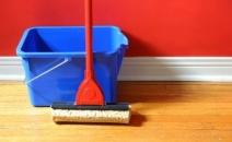 Các lỗi làm sạch sàn gỗ nên tránh xa