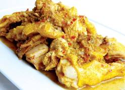 Hướng dẫn làm món thịt gà kho nghệ thơm ngon