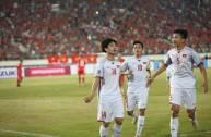 2 cầu thủ Việt Nam lọt...