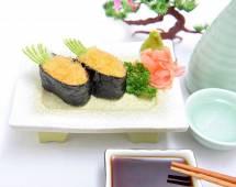 Cơm sushi nhím biển
