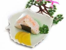 Cơm nắm nhân cá hồi/trứng cá tuyết