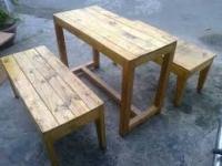 bàn ghế gỗ dành cho quán cà phê