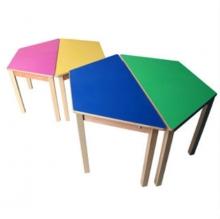 bàn ghế mẫu giáo bằng gỗ 02
