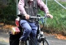 Cụ ông 70 tuổi đạp xe 400km mua cà phê cho vợ