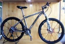 Một chiếc xe đạp đua Titanium hơn là một chiếc xe tay ga