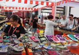 Cừa hàng giày dép ế ẩm: Nguyên nhân và cách khắc phục