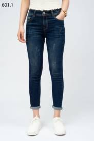 Quần jeans nữ Boyfriend mài xước 601.1