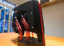 Khâm phục chàng trai Việt bỏ cả tháng trời tự làm case máy tính với 50 triệu đồng