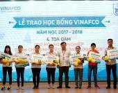 Sinh viên khoa Kinh tế vận tải nhận học bổng Vinafco và tham gia tọa đàm cơ hội nghề nghiệp