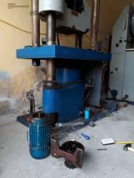 Sửa chữa, hiệu chuẩn và bảo dưỡng máy kéo nén vạn năng