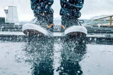Mẹo bảo quản giày trong mùa mưa thật sạch sẽ, khô thoáng
