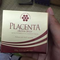 Kem-duong-nhau-thai-cuu-sua-ong-chua-Placenta-Royal-Jelly-Golden-hive