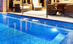 Tại sao phải chọn gạch mosaic để trang trí bể bơi