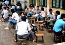 Dọc theo những con phố cafe với bàn ghế vỉa hè