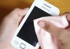 Vệ sinh màn hình smartphone không khó như bạn tưởng