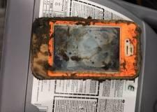 iPhone 4 ngâm một năm dưới hồ vẫn sống sót