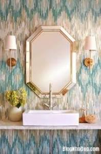 giá gương soi nhà vệ sinh