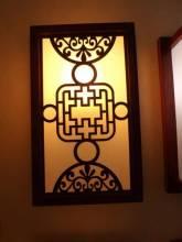 Đèn ốp tường khung gỗ họa tiết 939