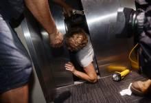 Cách ứng phó khi gặp sự cố bên trong thang máy