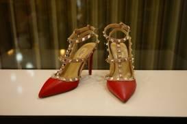 [VALENTINO] Giày gót nhọn quai đinh (đỏ)