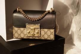 [Gucci] Túi nhỏ khóa gài nắp gập da đen