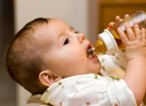 Chăm sóc bé bị muỗi đốt,chống viêm da cho bé sơ sinh ngày