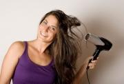 7 thói quen xấu khiến tóc khô rụng, chẻ ngọn