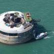 """Độc đáo khách sạn """"pháo đài"""" giữa đại dương"""