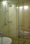 Vách tắm kính